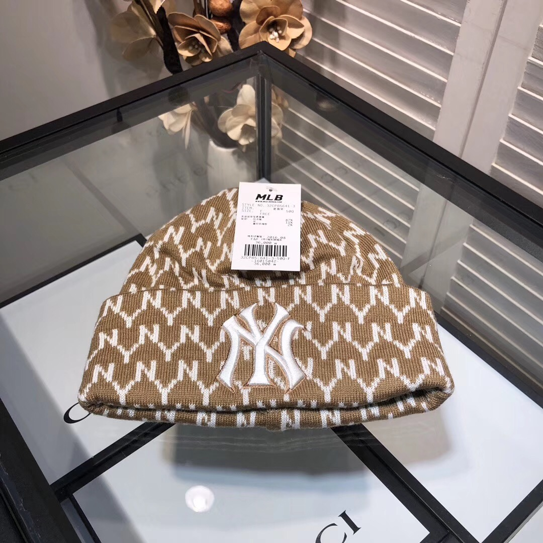 Knit Hat with NY Yankees™ patch Brown - FashionBeast