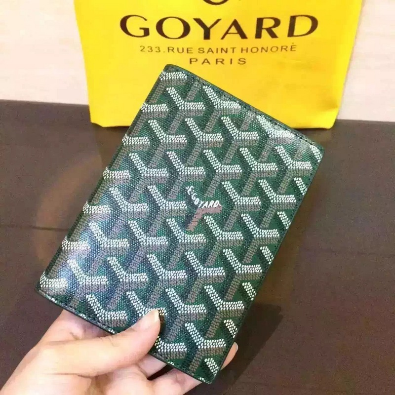 Classic Grenelle Passport Wallet Green - FashionBeast